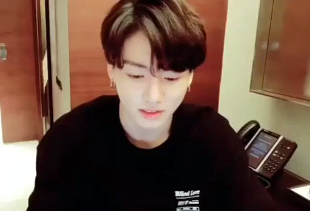 #BanKpopAccounts therapist: now what do we call pressed locals on twitter ? jungkook: