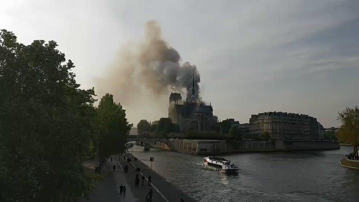 """Attēlu rezultāti vaicājumam """"notre dame cathedral fire"""""""