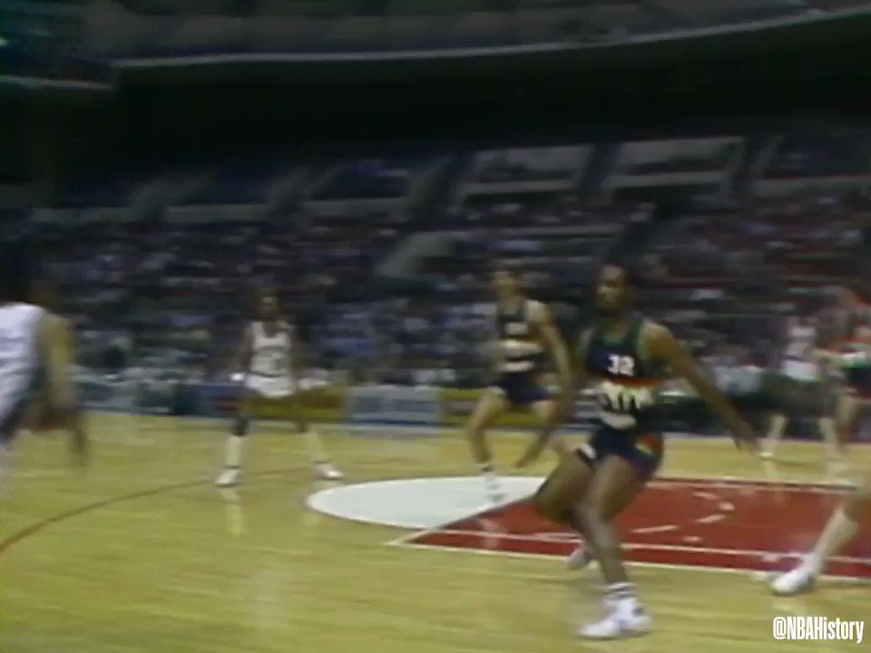 On this day 35 years ago, John Lucas set an NBA record with 14 assists in one quarter! #NBAVault