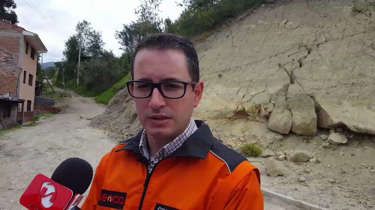 Santiago Peña, titular de @RiesgosCuenca #Cuenca, explica la situación en Los Pinos. Se sugiere a Alcalde @MarceloHCabrera que declare emergencia en la zona #MercurioEc 😮