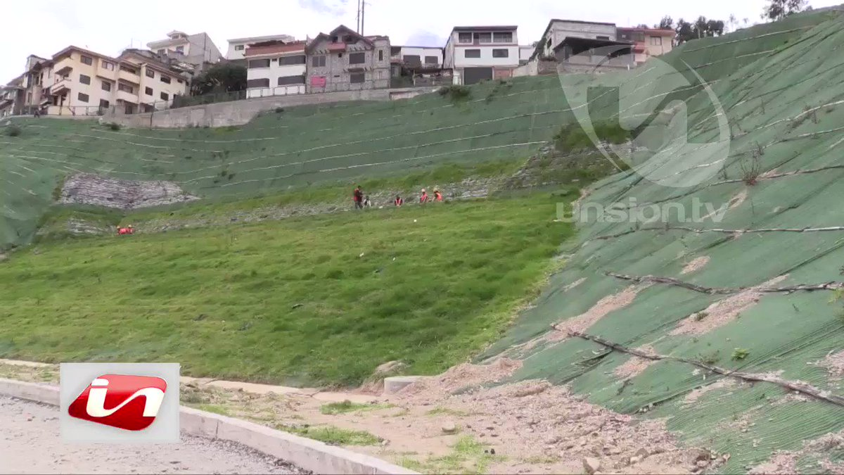 En el barrio Los Pinos Altos al norte de Cuenca, un deslizamiento activó al COE cantonal. Veinte viviendas resultaron afectadas y 17 personas fueron evacuadas. Moradores de la zona piden declarar la emergencia. #Cuenca / @liliana_llanes  @SantiagoPenaL @RiesgosCuenca