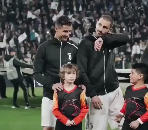 Look at the reaction of the kid when Cristiano Ronaldo gives him a high five. This is absolutely great. 👏🏻❤️