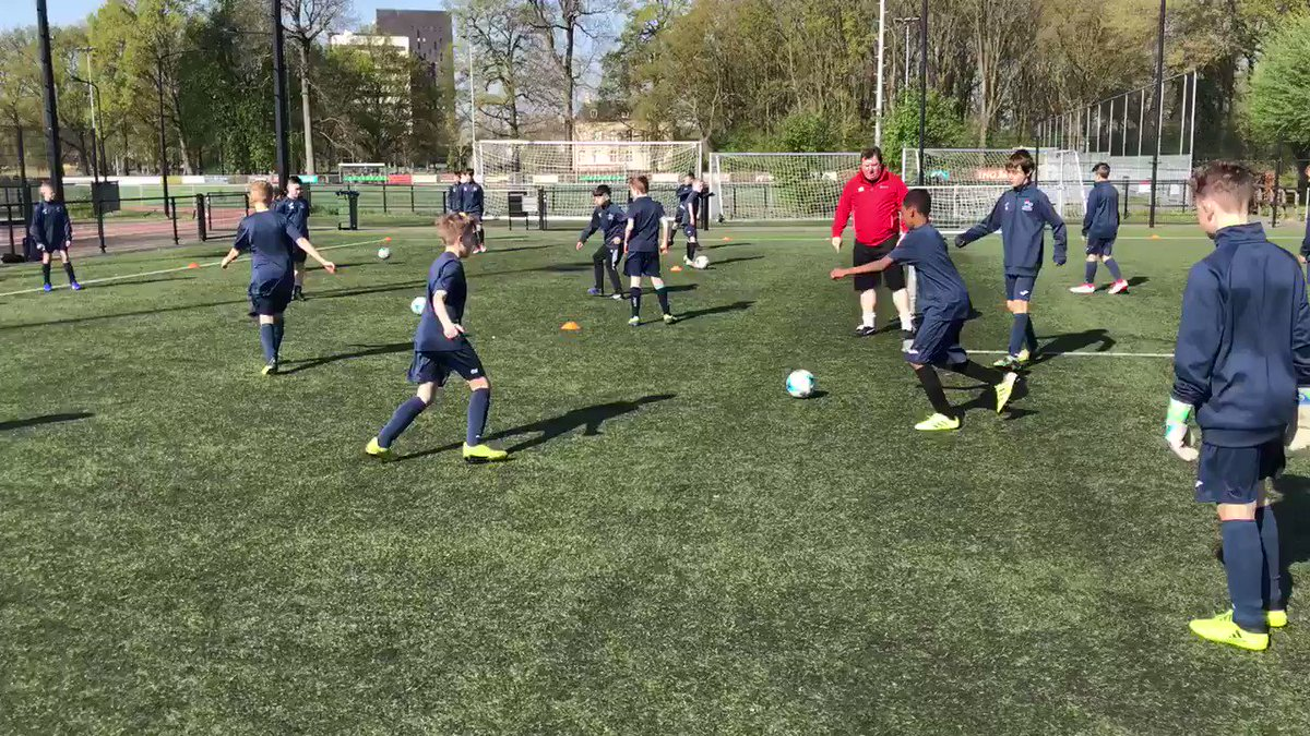 Under 12 football training well under way! What a day for it!🇳🇱 ☀️ https://t.co/skkW0B6ulw