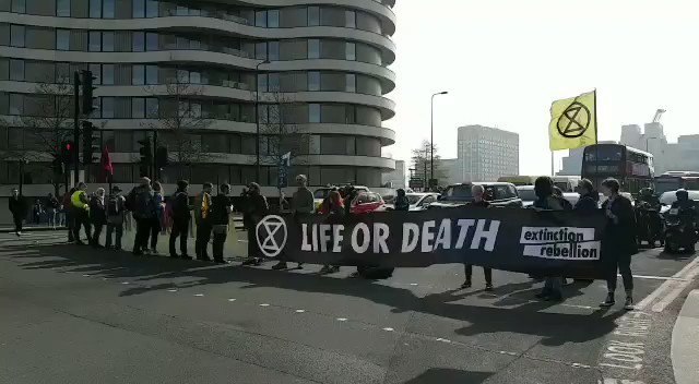 Extinction Rebellion ­ЪљЮРїЏ№ИЈ­ЪдІ's photo on Vauxhall Bridge