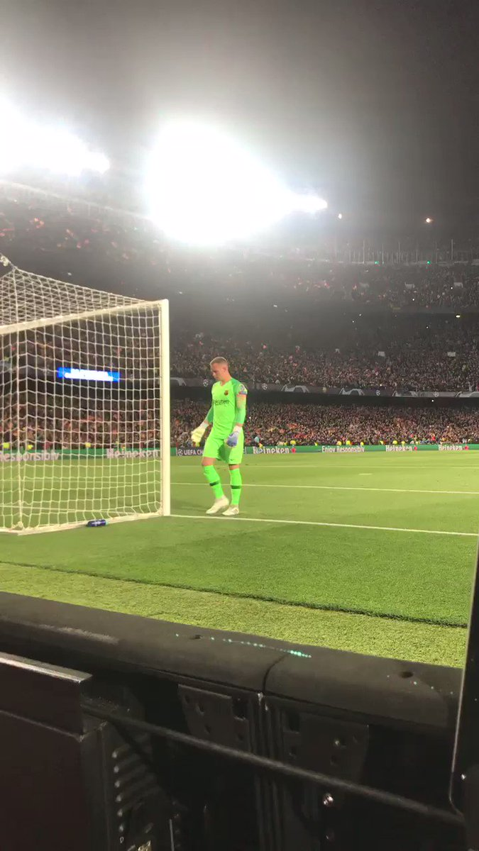 "Andre Ter Stegen didn't celebrate Barça's second goal against Man United. After the game he said: ""I didn't celebrate because that's a mistake that could happen to me. Everyone knows De Gea is one of the best in the world.""  This is pure class. 👏🏻"