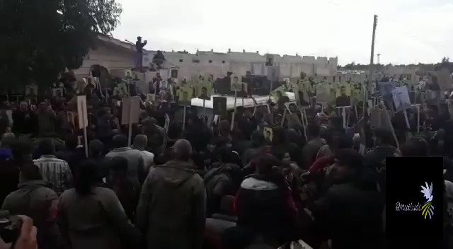 Displaced #Afrin residents gathered in front of the Russian military post in Shahba region, North Aleppo today holding Russia responsible of the situation in the city and demand return to their homes #TwitterKurds #Syria