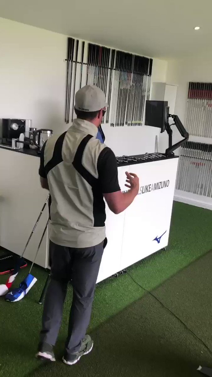#customfitting with @mizunocustomfit @MizunoGolfEU using their shaft optimiser to find my own personal swing DNA 👌.Here's Matt explaining what they are measuring. I will be blogging the whole experience for @LadyGolfer_com 8 may  😁🏌️‍♀️⛳️