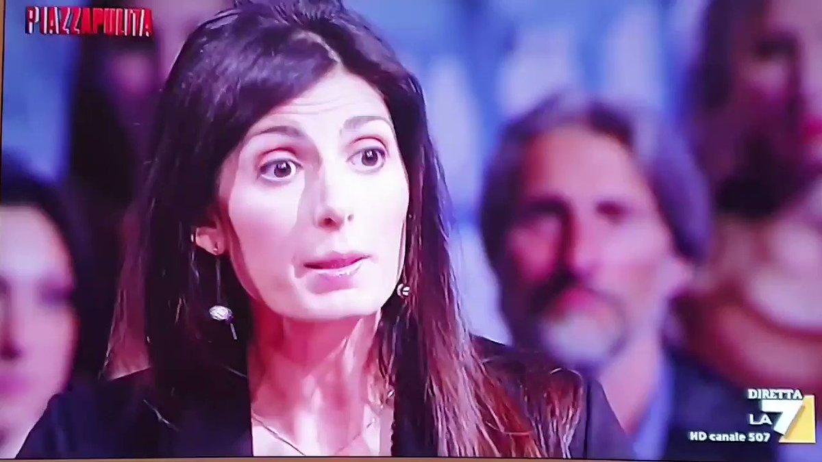 """#Raggi:""""La città non è pulita e se fosse stato approvato quel bilancio avrebbero dato i premi""""  #Formigli:""""Ma come, era venuta lei a dire che a Roma funzionava tutto! Questi supermanager li ha nominati lei!""""  Cara Virginia, è il momento di andare a casa  #Piazzapulita"""
