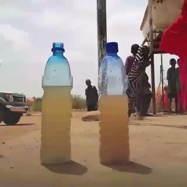 """""""Japon firmasının ürettiği bu çözelti su, içindeki pisliğe yapışarak onu pıhtı haline getirip dibe çökmesini sağlıyor. Şirket bu çözeltiyle Somali'de 700.000 bakıma muhtaç mülteciye yardım ettiğini belirtiyor."""""""