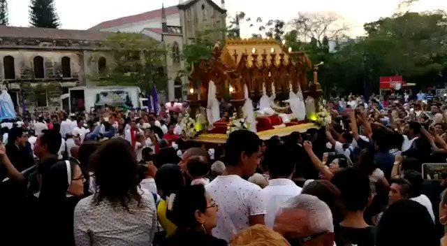 Clase diferencia ésta procesión en #León con la raquítica en #Managua  León un feligresía que si respeta sus tradiciones   #NoPudieronNiPodrán  #VivaNicaraguaLibreDeOdio #VivaLaPaz #PLOMO19 #RedFSLN @ElCuervoNica @TPU19J @indio_nica @NicaTuitero @CarolNicaragua @carlitosBLI