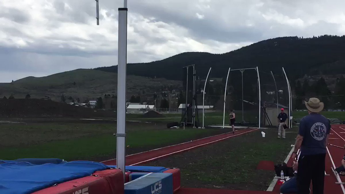 Here's a look at Jonah Coats tip pole vault of 4.35 meters that claimed him 2nd place in the event! Full results from the decathlon to be posted shortly! #MountUp