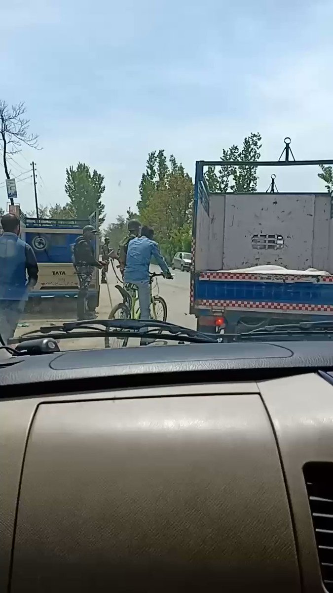 Damn this #highwayban on other days too. Today is Saturday and the scene!😡  #HumanRightsViolation #KashmiriLivesMatter #RightToSelfDetermination