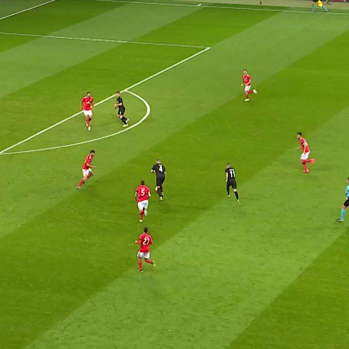 👀  Ante Rebić 👌  @Eintracht #UEL