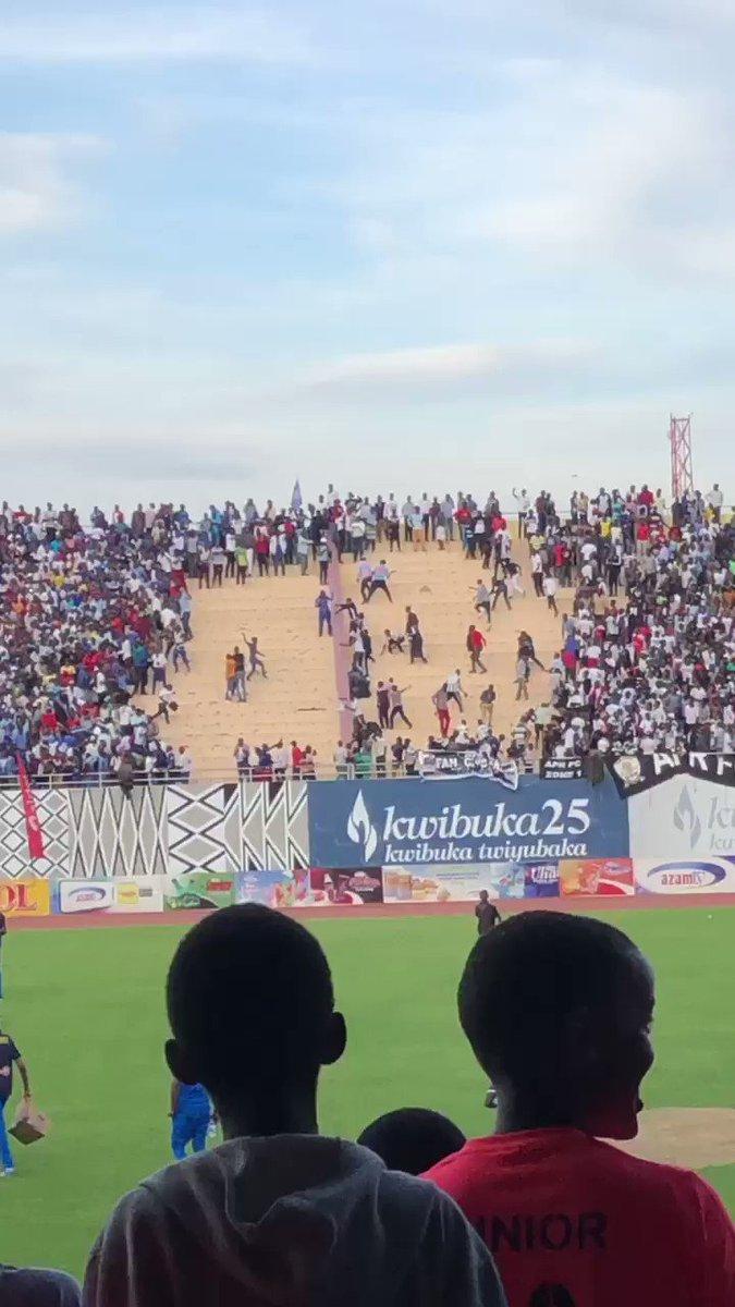 Ubundi ibi naribyiteguye 🙈🙈 Bibaye nyuma y'umukino wahuzaga @rayon_sports Vs @aprfcofficial3