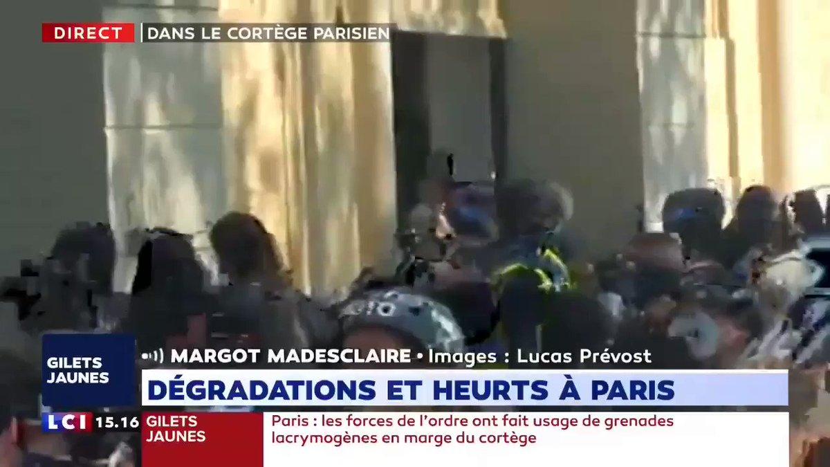 y se vuelve a repetir en #París, plaza de la República, el pillaje y destrozo de comercios