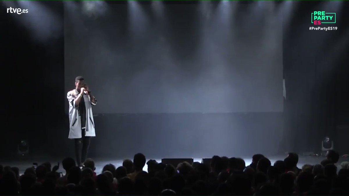 🎧 ¿Quién le iba a decir a nuestro @famousoOT2018 que acabaría sobre el escenario de la #PrePartyES19 cantando junto a @CesarSampson_? 😍  🤩 ¡Menudo espectáculo de actuación! ▶ http://bit.ly/2UuNadp