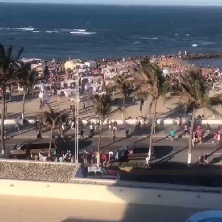 #Precaución Reportan batalla campal en Playa Martí de #Veracruz http://xeu.mx