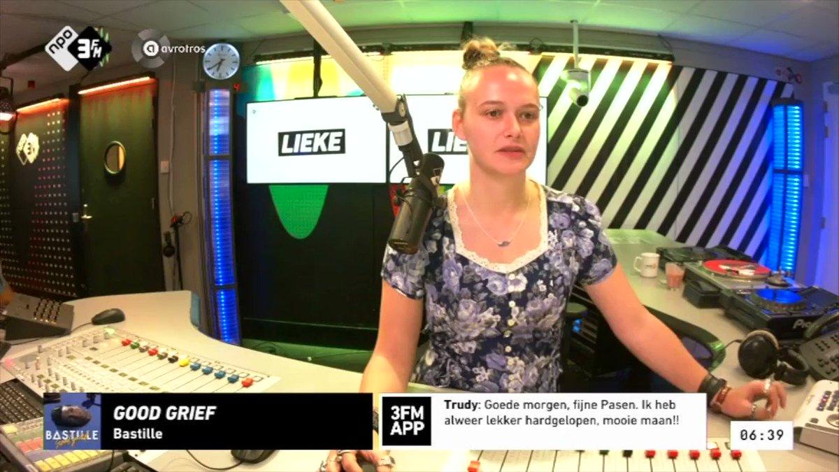 Hoog bezoek in de studio van 3FM vanmorgen bij @KokLieke... 😅🐰 Fijn Pasen! #3FM #Pasen
