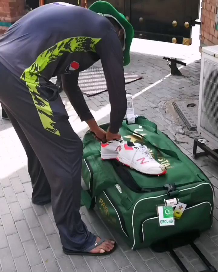 #MohammedAmir gave his bowling spikes to one of his fan today after practice Match at National Cricket Academy, Lahore.@iamamirofficial @TheRealPCB