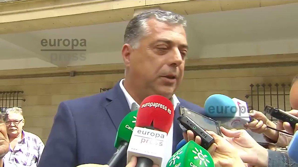 L'alcalde de Coripe, Antonio Pérez (PSOE), justificant la crema i posterior afusellament del ninot Puigdemont.