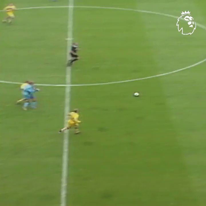 🚀 How about this for a strike... #GoalOfTheDay comes courtesy of Coventry's Youssef Chippo