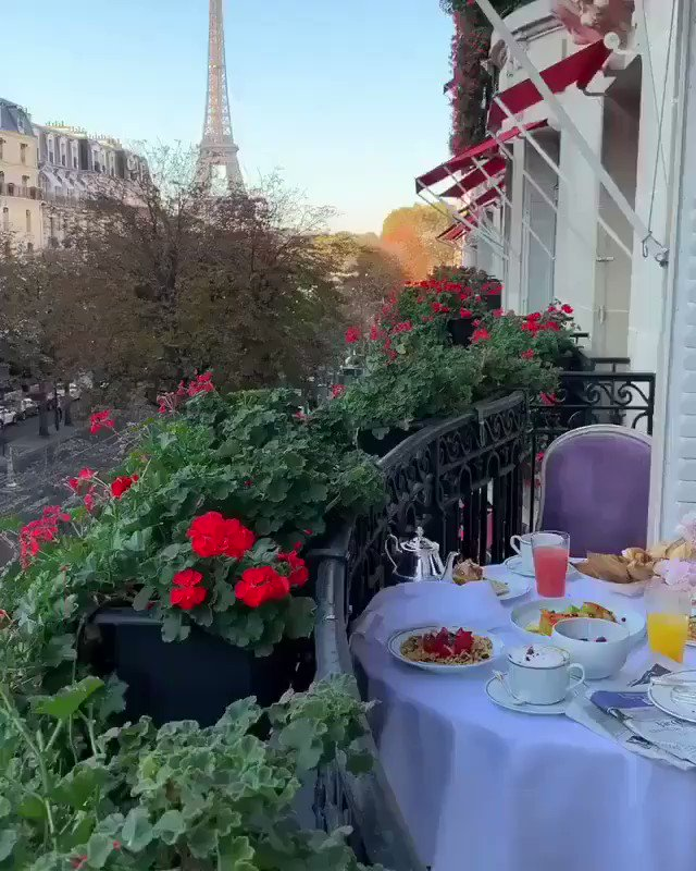 wake up in paris in front of the eiffel tower with a good breakfast this is what I deserve