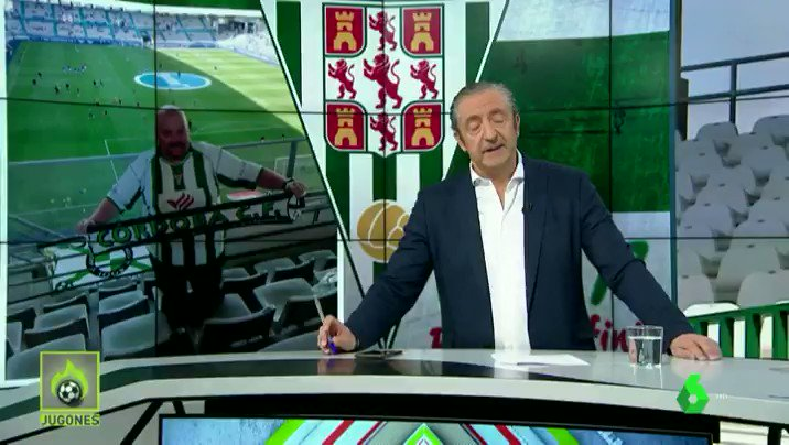 👏¡EL SEGUIDOR MÁS FIEL! Javier Jiménez fue el ÚNICO AFICIONADO del @Cordobacfsad que fue a Oviedo para animar a su equipo. Ahora es un HÉROE. #JUGONES