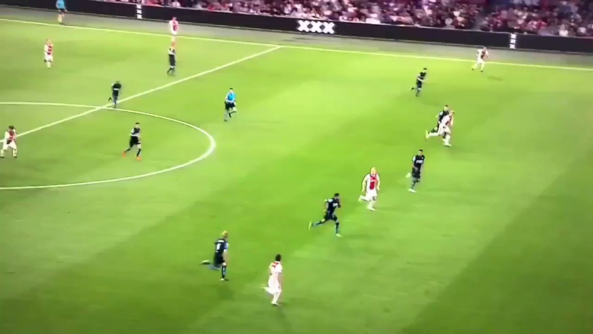idk whats better, the pass or ziyech's movement to open.