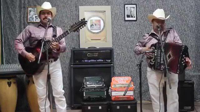 Corridos & Bandas's photo on Lozano