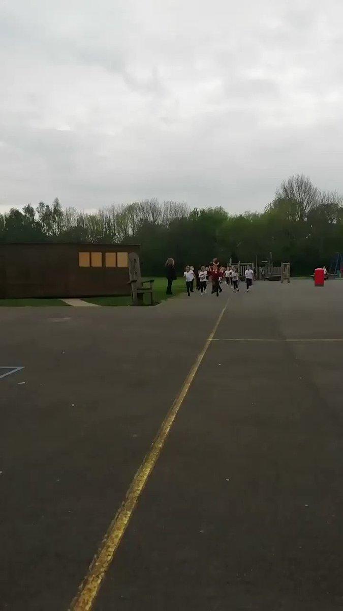 Swindon Mayor @junabali running with Westlea Primary school pupils #MayorsMarathon