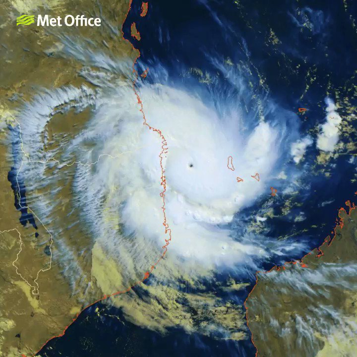 Cyclone #Kenneth is about to hit the coast of #Mozambique bringing damaging winds and torrential rain. We are working with @DFID_UK to predict the impact of the cyclone. For regular updates follow @metofficestorms