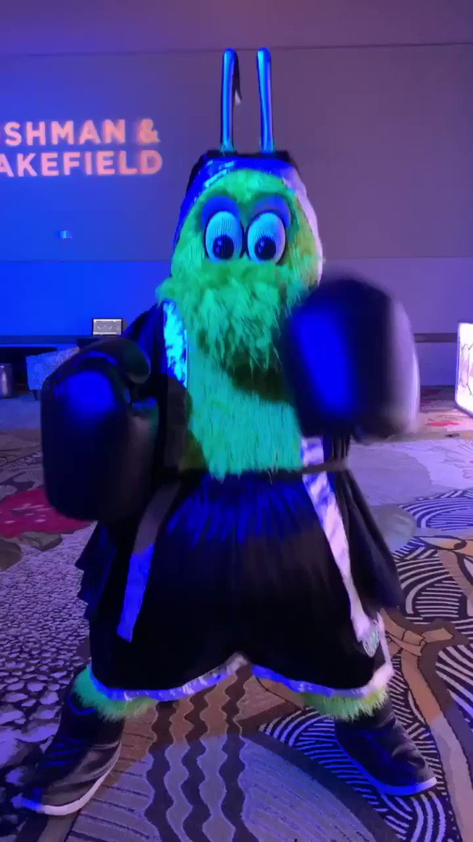 We had a very special guest at #TRECFightNight19, from the @DallasStars, @VictorEGreen!