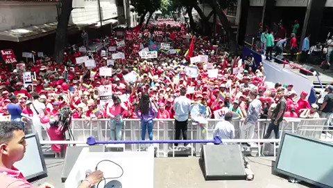 Hermosa manifestación de alegría de los hombres y mujeres de nuestra Patria. Estamos demostrando con moral y dignidad que Venezuela no es, ni será colonia de ningún imperio. Nos fuimos de la OEA y JAMÁS VOLVEREMOS.