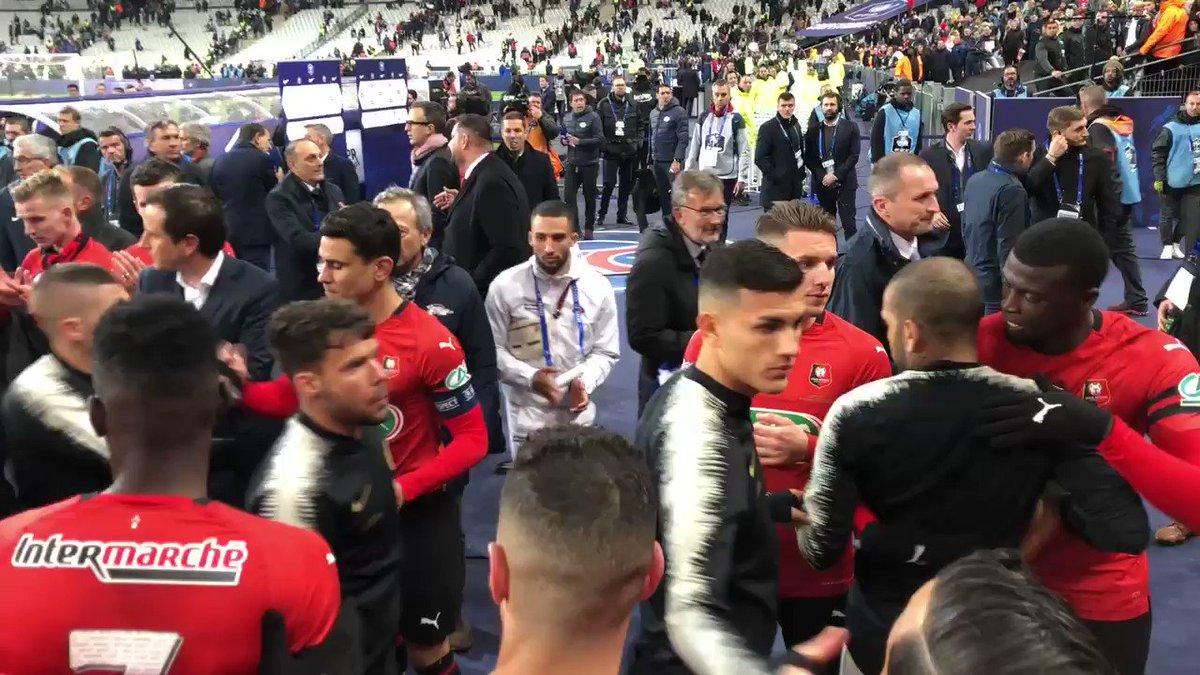 Le respect entre les 2 équipes 🤝 C'est ça la @coupedefrance ! #SRFCPSG – at Stade de France