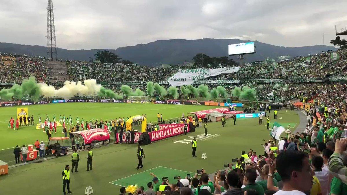 #HinchadaVerdolaga | ¡Así nos recibe la hinchada más grande y popular de Colombia! 🇳🇬 VAMOS LOS VERDES 💪🏼 #VamosVerdolaga 💚 https://t.co/kyjlR5woGI
