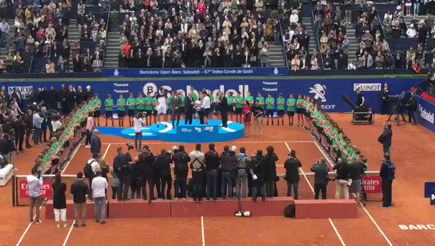 #BCNOpenBS | @ThiemDomi enhorabona, la copa de la 67 edició del @bcnopenbs -Trofeu Conde de Godó és teva!  La terra del tennis als teus peus en el @rctb1899 de #Barcelona
