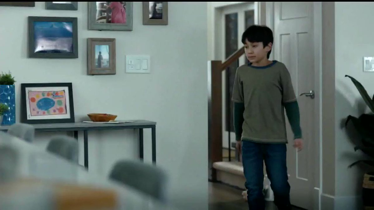 .@KraftHeinzCo should not use its marketing to discourage healthy eating for kids. In this ad, Kraft Heinz suggests that families should replace salmon with cheese-covered tacos. Children are too often served the least healthy foods, like mac & cheese & french fries.