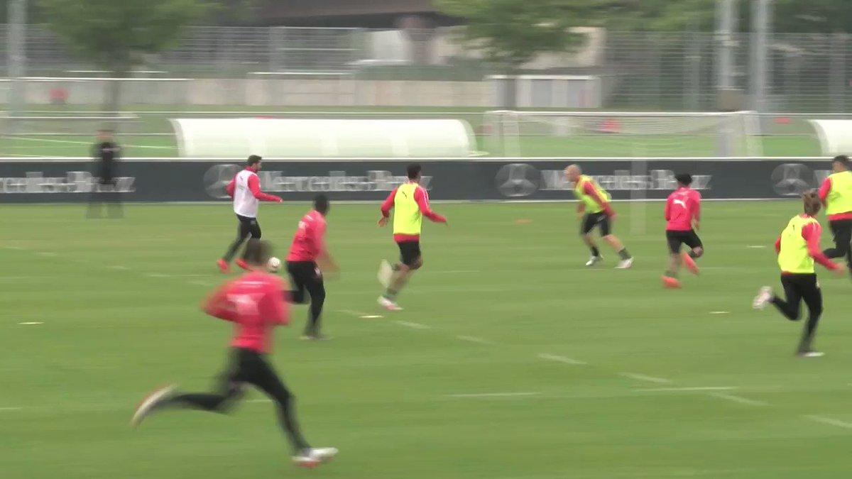 🎥 @BenPavard28 ⚽️  🎥 @Akolochadrac ⚽️  #VfB #Training