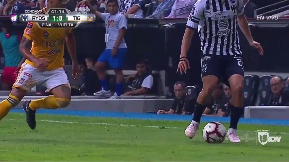 RT @rayadosninety: Rodolfo Pizarro dribbling past two defenders😍  #VamosRayados   #Rayados https://t.co/6fM4PPaxeB