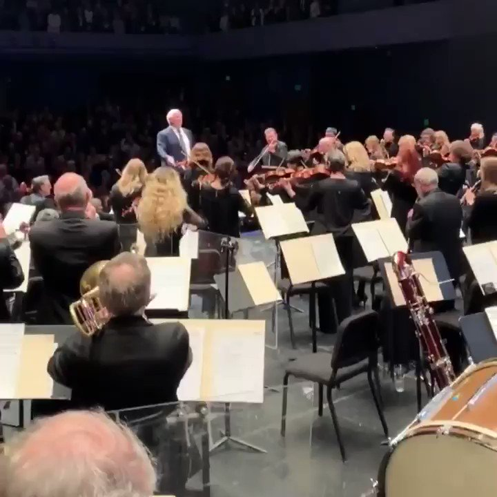 Watch: Wade Phillips conducts symphony orchestra in L.A. area