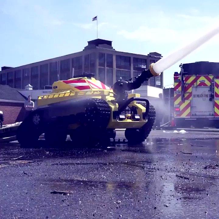 Ce robot anti-incendie intervient dans les zones innaccesibles pour les pompiers https://limportant.fr/infos-tech/7/t/1430422… @cheddar