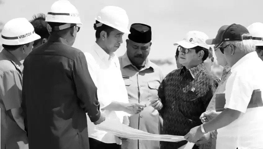 Presiden @jokowi dan sejumlah penjabat terkait meninjau alternatif lokasi pemindahan ibu kota negara RI, di Kawasan Bukit Soeharto, Kabupaten Kutai Kartanegara, Kalimantan Timur, Selasa (7/5).