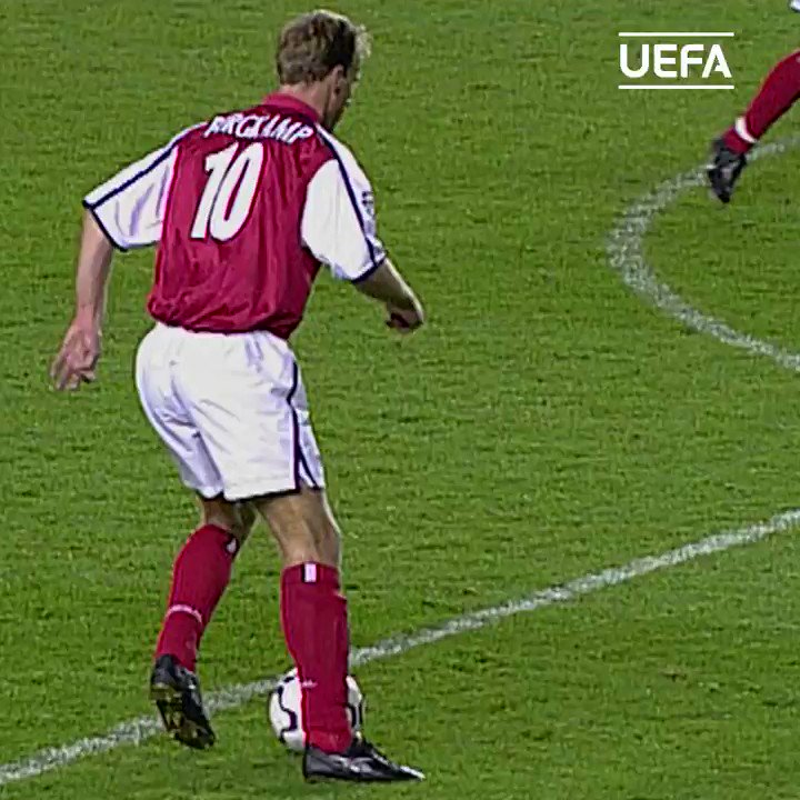 🇳🇱 18 years ago today, Dennis Bergkamp produced one of the greatest Champions League assists you'll ever see. This is so satisfying to watch. 🎩😍