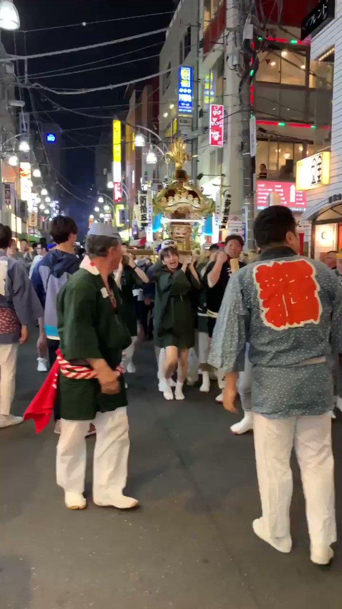 お神輿ほんまに辛いな みんな尊敬やわ、真夏とかこれを 持ち歩くのほんまにきついやろな あらためて日本の文化すごい🙏🏻 うちも本気でやらせていただきました😘 #日本魂 #お神輿 #日本文化 #尊敬 #素晴らしい #アレクサンドラ