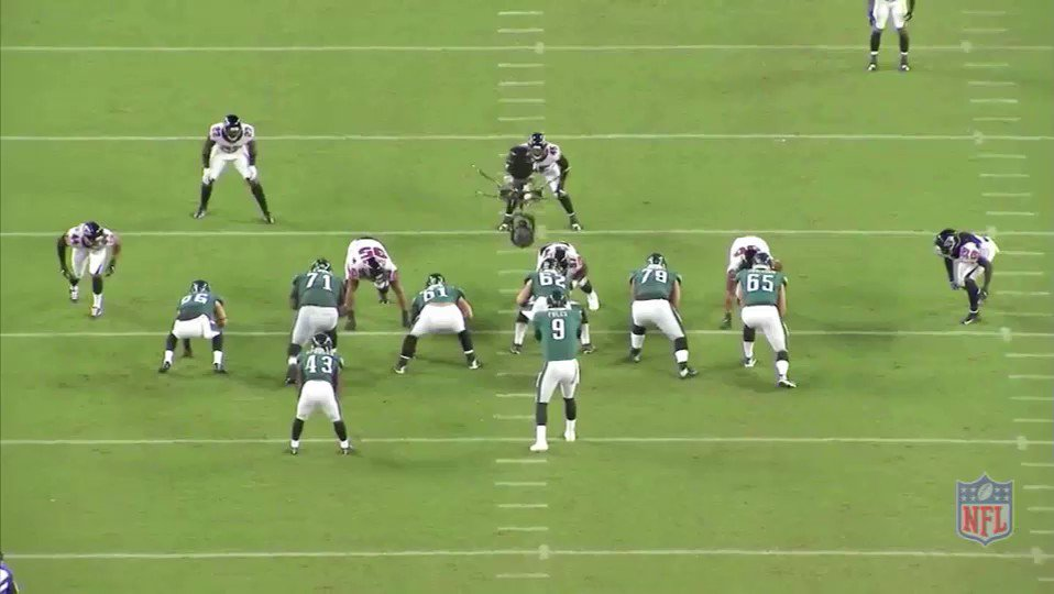 Going back over Jason Kelce's 1st team All-Pro season..  Oftentimes an O-lineman does something special that gets overlooked because the play fails.  Handling Jarrett crossing his face on the T-T stunt, securing him to the LG, then recovering to pick up the looper qualifies: