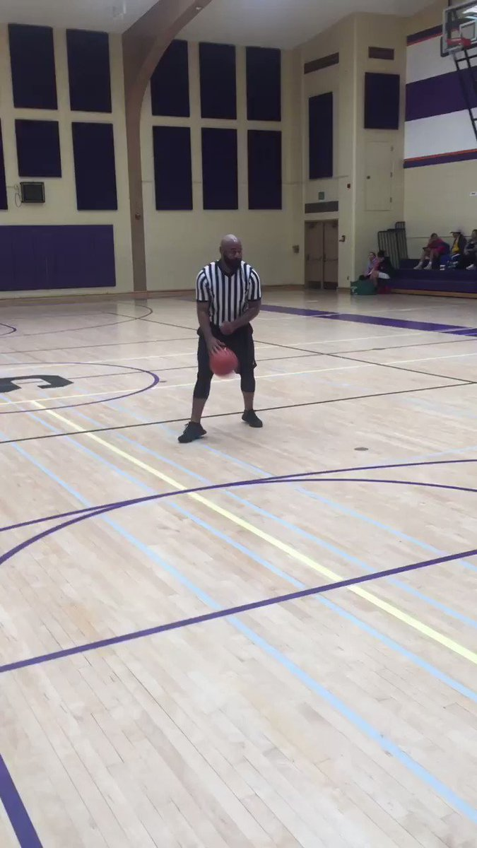 Ref broke out an impression of Harden complaining 🤣   (via @CKPremierBall)