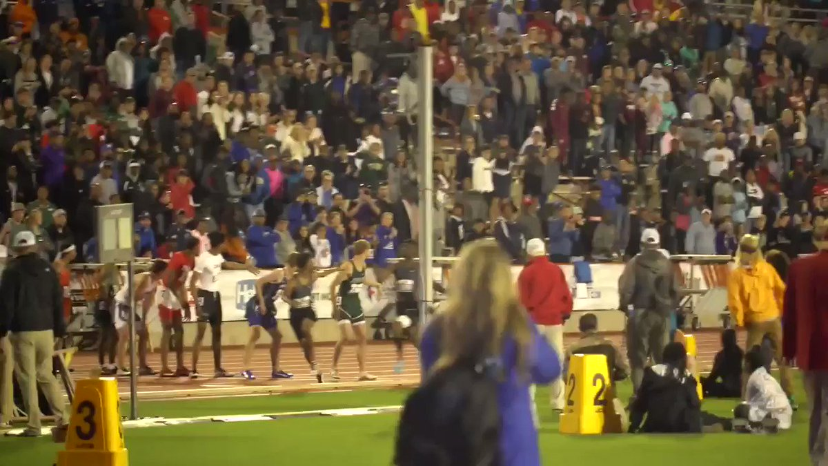 Crowd went wild as Matthew Boling ran a 44.74 400-meter for the comeback win 😳  (via @vypehouston)