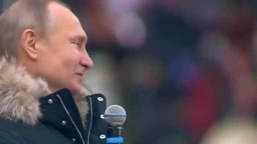 @HEISEI_love_bot 13万人の観衆と共にロシア連邦国歌を歌うプーチンさん本当にカッコいい。