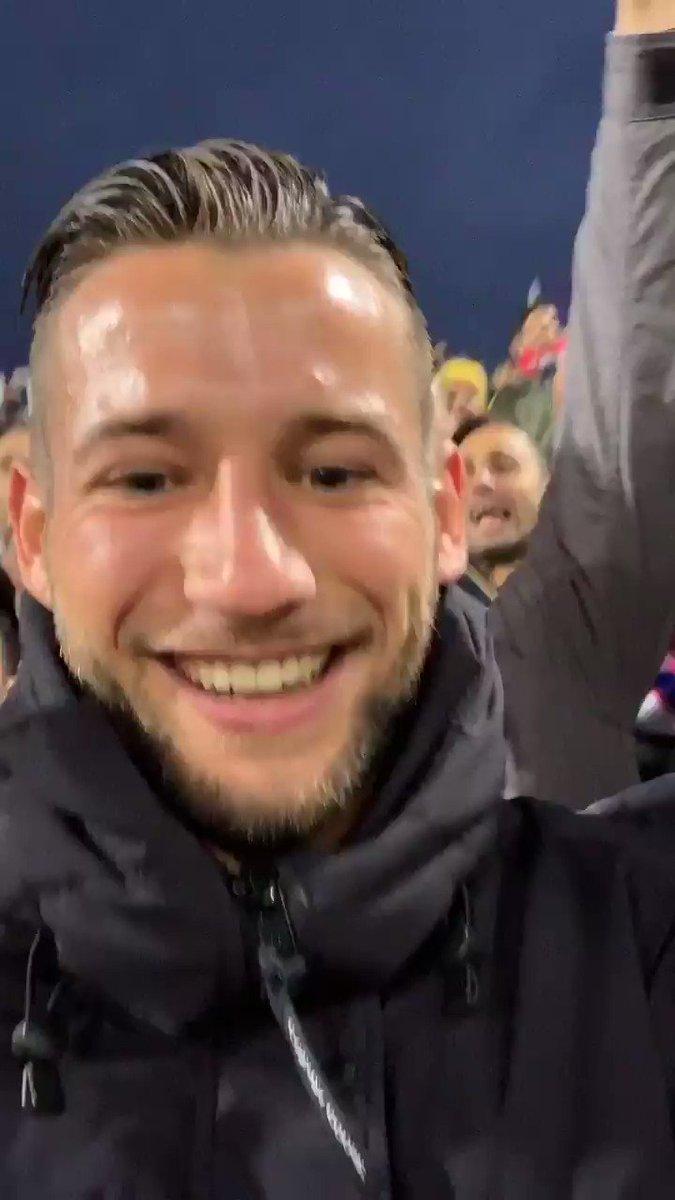 🇮🇹 Grande vittoria! Mi sono divertito con i tifosi durante la partita 🔴🔵 @BfcOfficialPage   🇳🇱 Drie puntennnn! Even leuk met de fans tijdens de wedstrijd 🙏