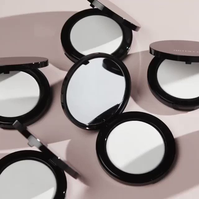 This transparent, light-reflecting No Color Setting Powder lends a flawless complexion for every skin tone, leaving a matte finish + a totally natural radiance! #artdecocosmetics #artdeco #artdecobeauties #complexion #settingpowder #noclorsettingpowder #holidayflirt